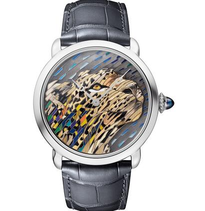The pattern of the iconic leopard of Cartier on the dial is three-dimensional and vivid.